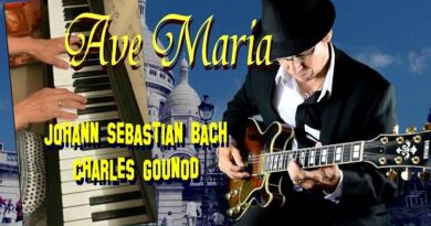 "AVE MARIA""  của nhạc sĩ Johann Sebastian Bach và Charles Gounod"